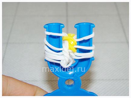 braslet-iz-rezinok-konfeta-na-rogatke14