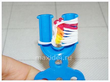 braslet-iz-rezinok-konfeta-na-rogatke21