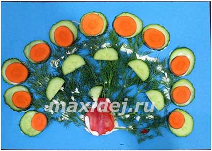 павлин из овощей фото