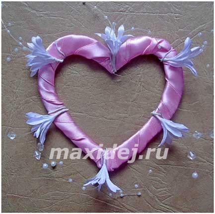 поделка сердце из атласных лент