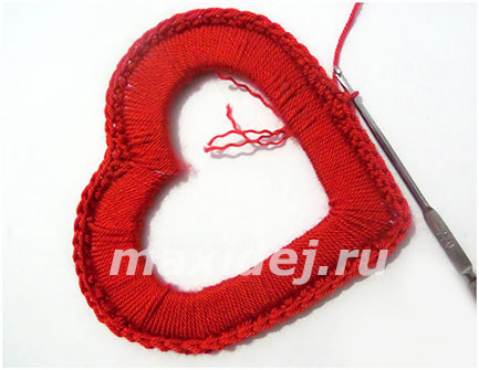 serdechki-iz-nitok-svoimi-rukami-podvesnye13