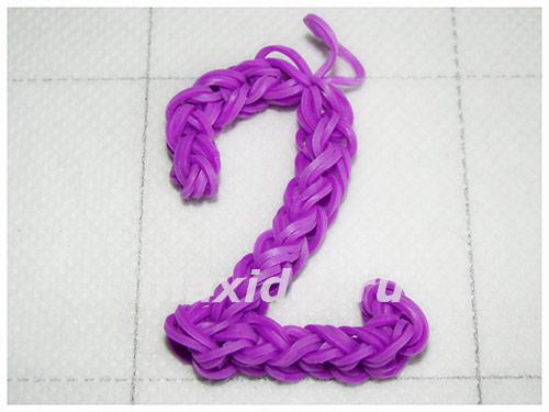цифра 2 из резинок на рогатке
