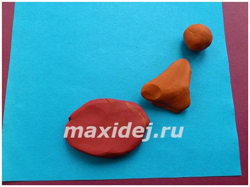 applikaciya-petukh-na-kartone-iz-plastilina2