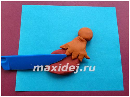 applikaciya-petukh-na-kartone-iz-plastilina3