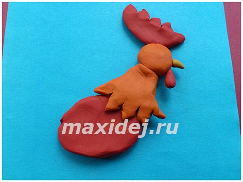 applikaciya-petukh-na-kartone-iz-plastilina5