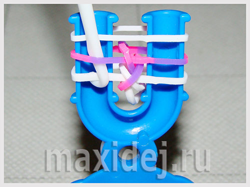braslet-iz-rezinok-na-rogatke-karamelka16