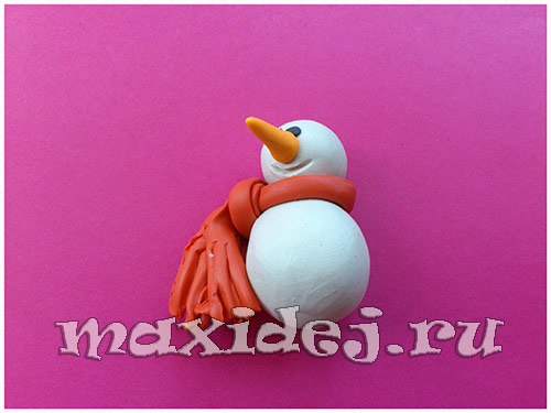 лепим снеговика из пластилина пошагово